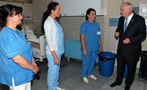 Dr. Howe speaks with staff members at the Intensive Care Unit at the University Clinical Center where HOPE's SMRP provides critcally needed medicines.