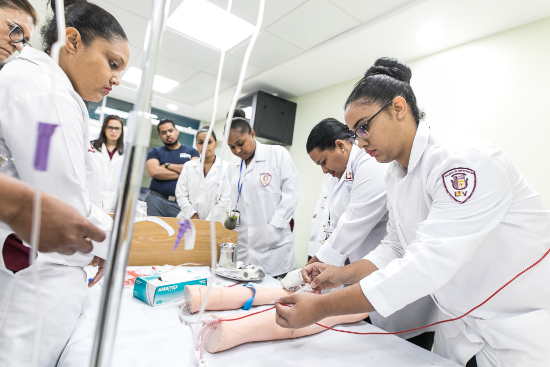Nurses train in the Dominican Republic